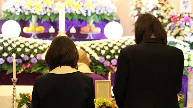 家族葬で故人を弔うメリットやデメリット、注意点とは?